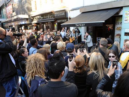 olly murs busking in london