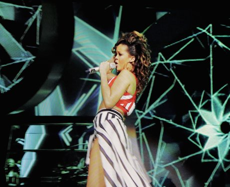 Rihanna perfroms live on stage