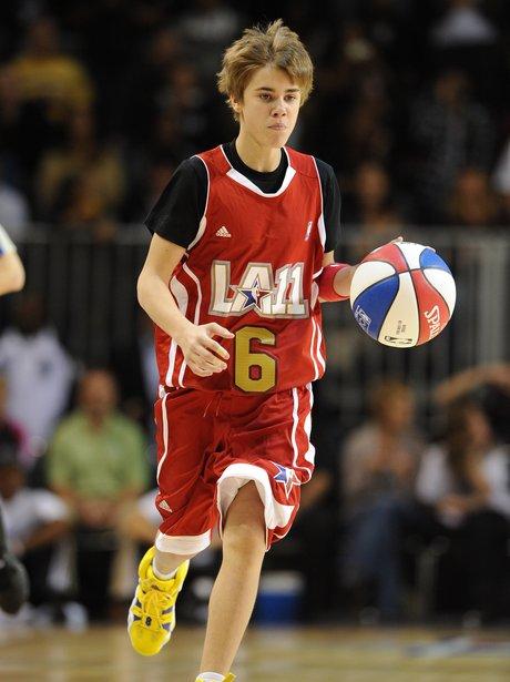 Justin Bieber plays basketball