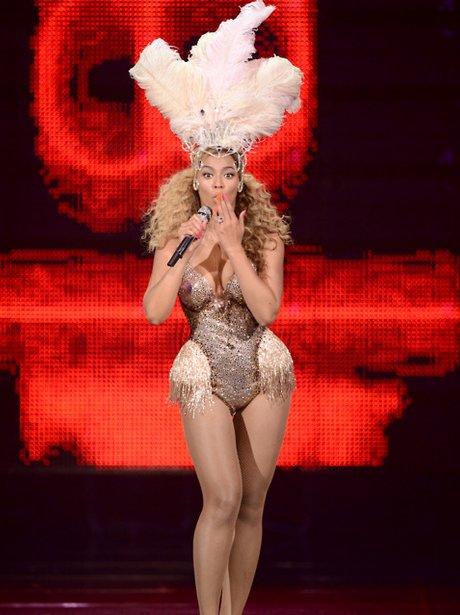 Beyonce perfomrs in Altantic City