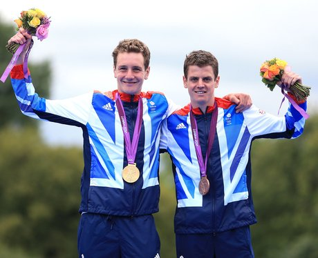 Alistair Brownlee and Jonathan Brownlee with their medals