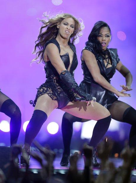 Beyoncé dances at the Super Bowl 2013