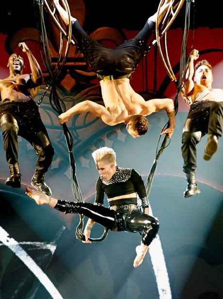 Pink perfomrs on truth about love tour
