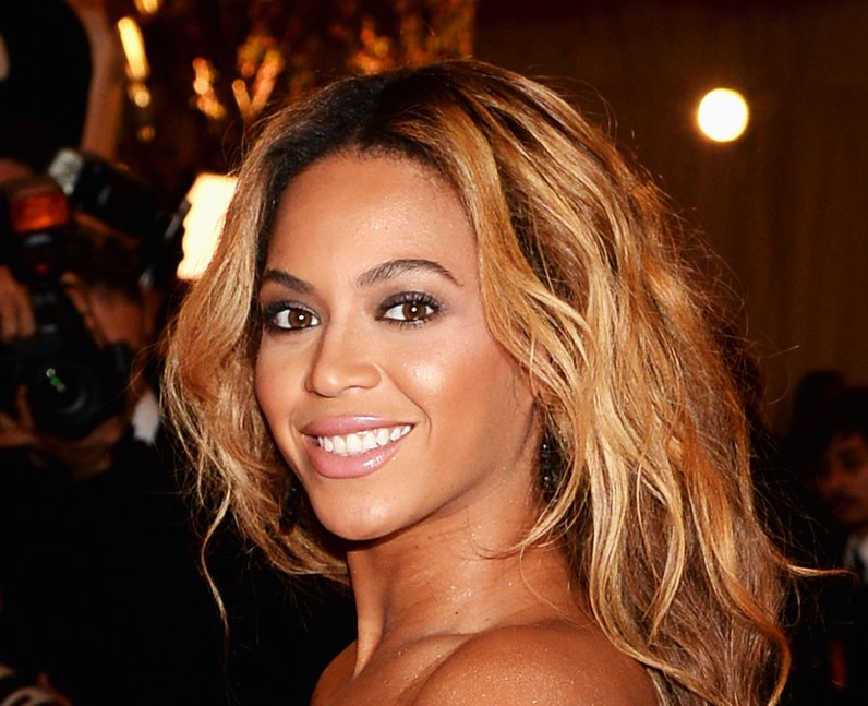Beyonce smiling with blonde hair
