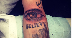 Justin Bieber shows off his new tattoo
