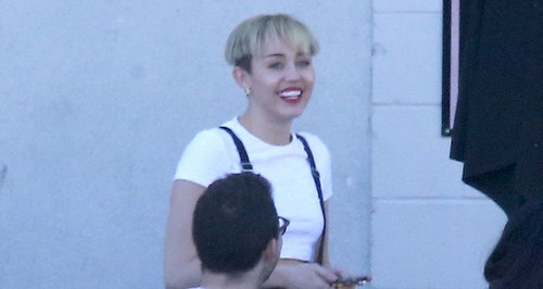 Miley Cyrus shows off new bowl hair cut