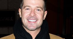 Robin Thicke smiling after split
