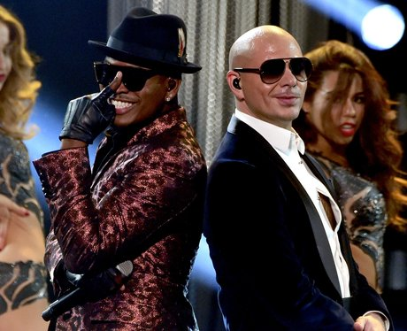 Ne-Yo and Pitbull on stage American Music Awards 2