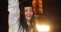 Rihanna surrounded fans at the eiffel tower
