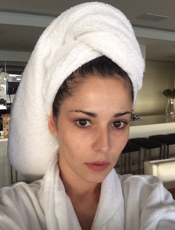 Cheryl no make up