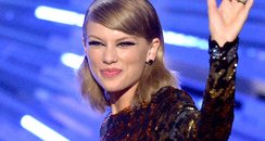 Taylor Swift wins Best Female Video at the MTV VMA