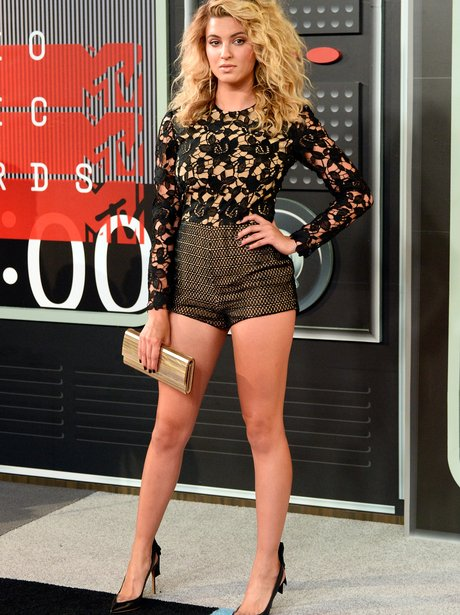 Tori Kelly shows off her incredible figure in this black