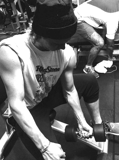 Brooklyn Beckham lifts weights in the gym